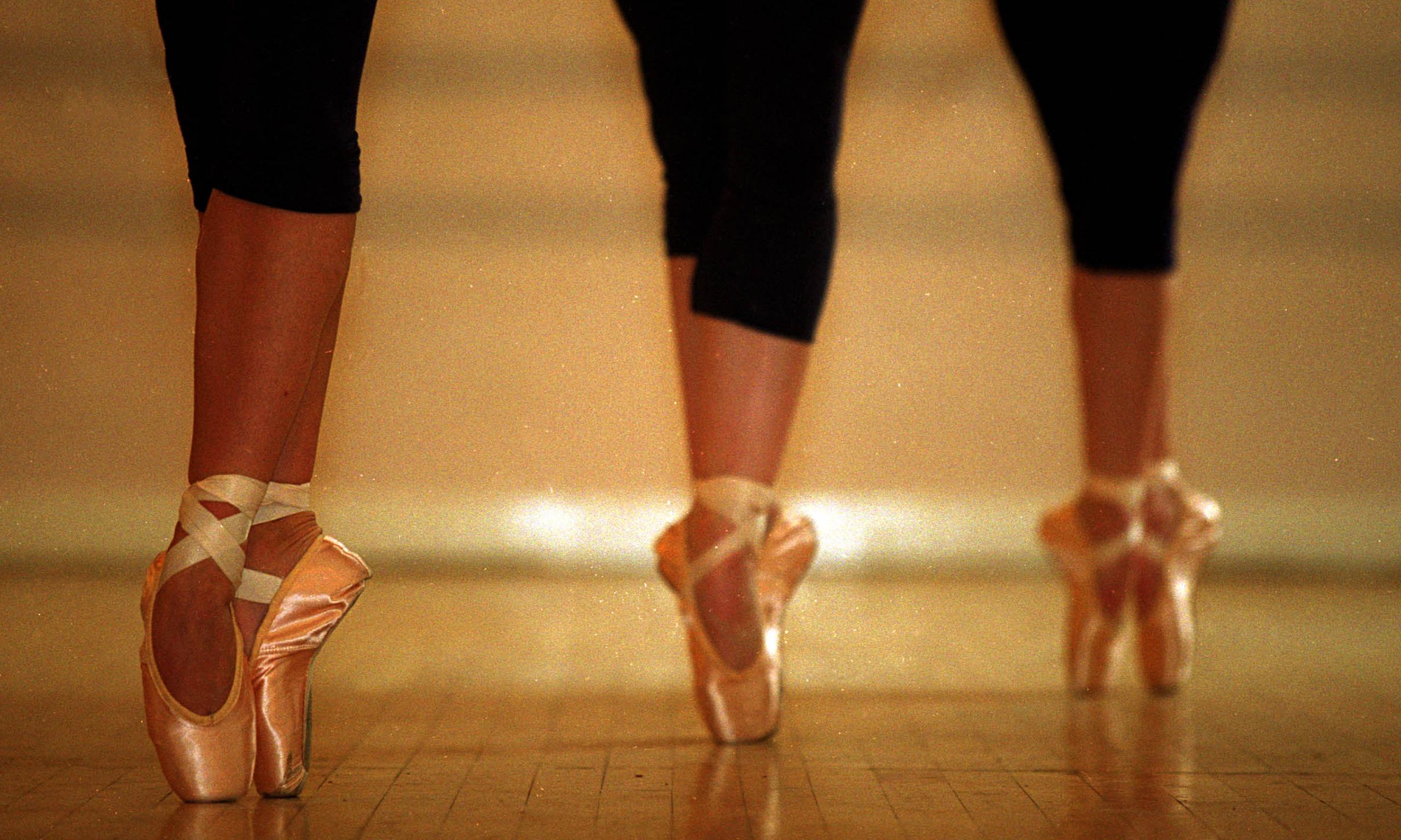 Los pies, principal elemento para el bailarín de ballet | Piedica ...